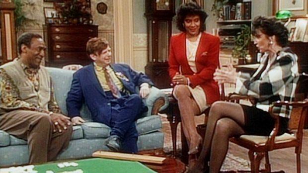 Cliff (Bill Cosby, l.) und Clair (Phylicia Rashad, 2.v.r.) verfolgen gespannt...
