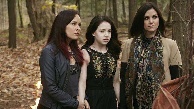 Noch glauben Paige (Tommie-Amber Pirie, l.), Savannah (Kiara Glasco, M.) und...