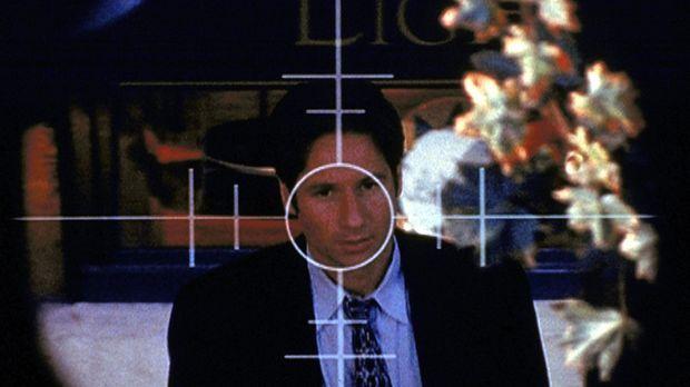 Nachdem Mulder (David Duchovny) ein Komplott der Regierung aufgedeckt hat, be...