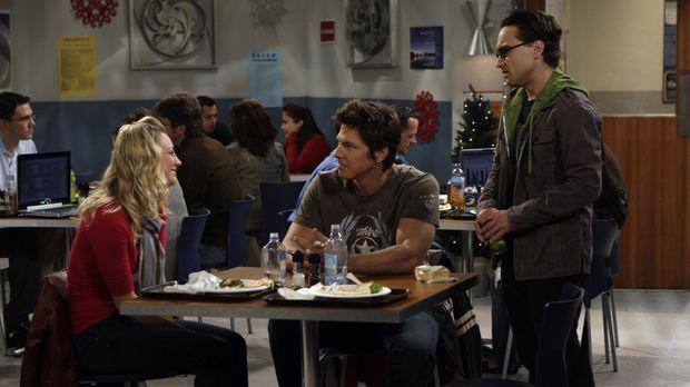 Während sich Sheldon Gedanken macht, was er Penny (Kaley Cuoco, l.) zu Weihna...
