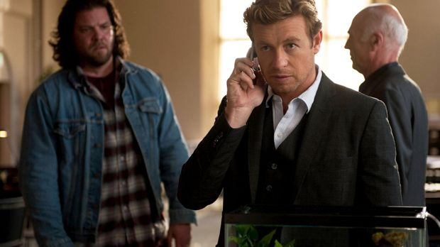 Patrick Jane (Simon Baker, M.)  ist dem Serienmörder Red John dicht auf den F...