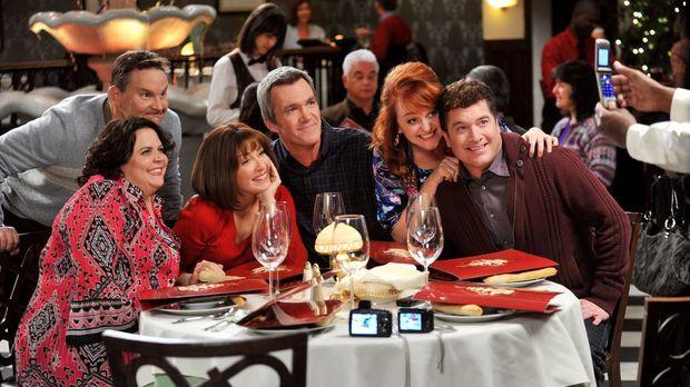 Frankie (Patricia Heaton, 2.v.l.) und Mike (Neil Flynn, M.) haben am Valentin...