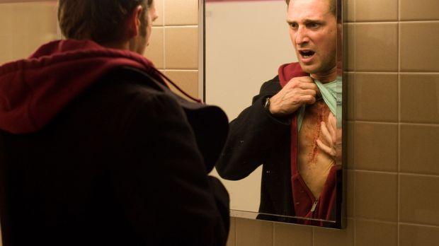 Der alleinerziehende Vater Terry (Josh Lucas) muss sich einer Herztransplanta...