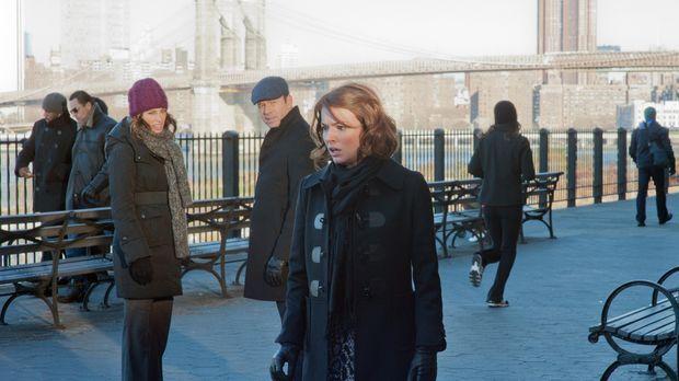 Hört Sandy (Aubrey Dollar, r.) wirklich die Stimme Gottes? Jackie (Jennifer E...