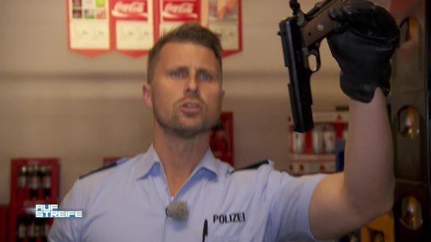 Auf Streife - Auf Streife - Glasflasche Vs. Pistole