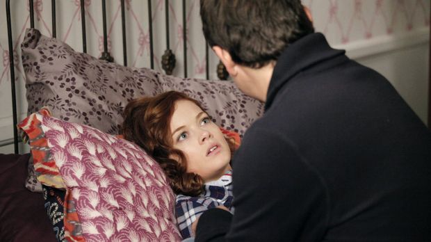 George (Jeremy Sisto, r.) muss sich um Tessa (Jane Levy, l.) kümmern, nachdem...