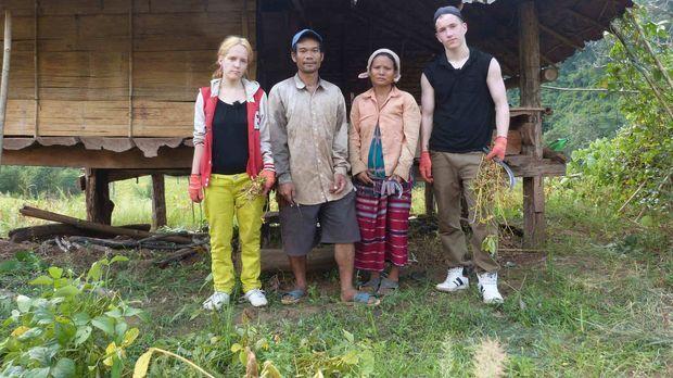 Bei Gastfamilie Tu in Thailand sollen Jennifer (l.) und Marcel (r.) lernen, w...