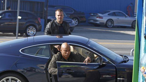 Bei den Ermittlungen in einem neuen Fall: Callen (Chris O'Donnell, hinten) un...