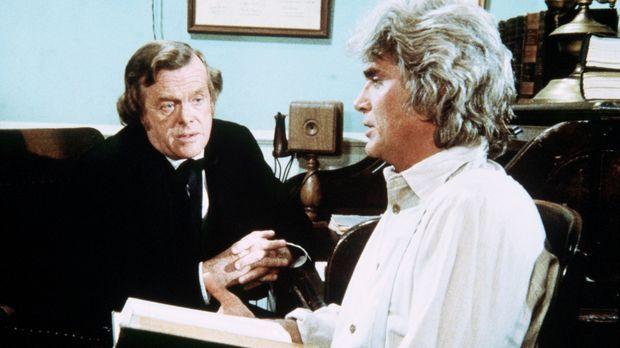 Dr. Baker (Kevin Hagen, l.) klärt Charles (Michael Landon, r.) über die Wirku...