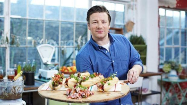 (2. Staffel) - Der britische Starkoch Jamie Oliver zeigt in seiner neuen Show...