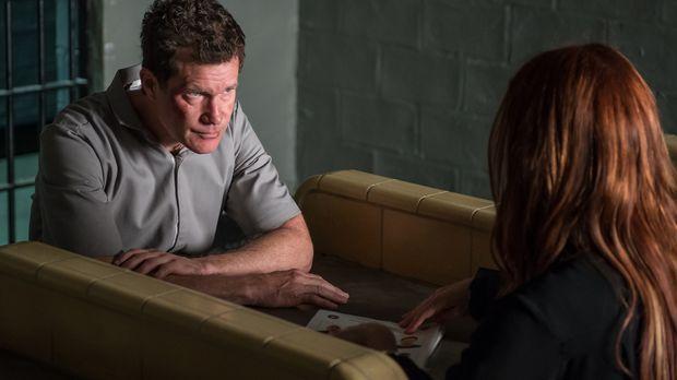 Als ein Straftäter, den Al (Dylan Walsh, l.) hinter Gitter gebrachte hatte, e...