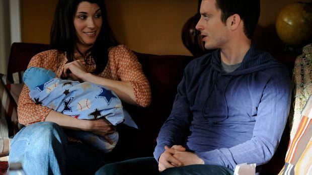 Ryan (Elijah Wood, r.) hat panische Angst das Baby seiner Schwester Kristen (...