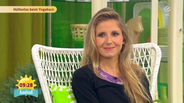 Frühstücksfernsehen - Video - Talk: Nacktyoga mit Elke - Sat.1