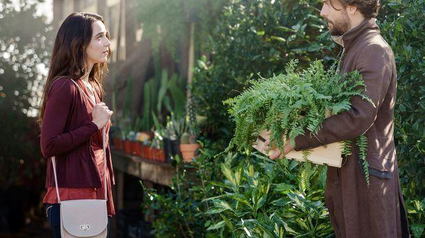 Nachdem Crane (Tom Mison, r.) sich wochenlang nicht bei Zoe (Maya Kazan, l.)...