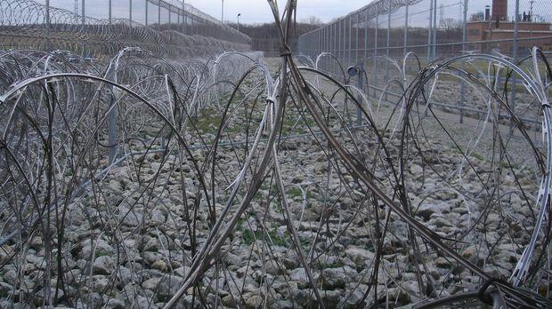 Wer das Tor im Stacheldrahtzaun des Lebanon-Gefängnis im US-Bundesstaat Ohio...