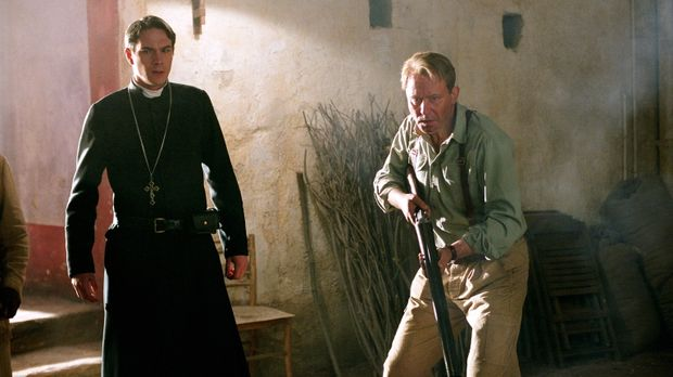 Legen so gar kein geistliches Verhalten an den Tag: Father Merrin (Stellan Sk...