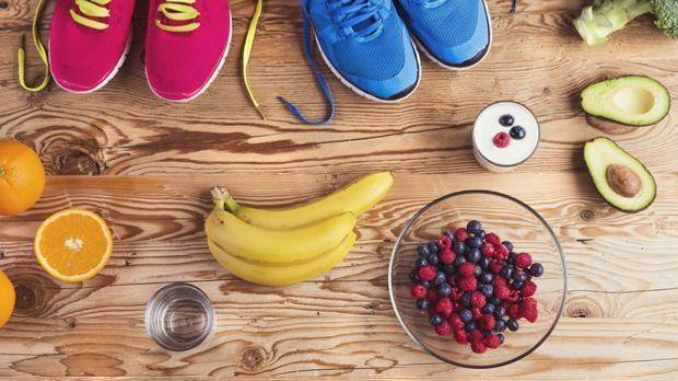 Sport und Ernährung gehen auch bei der Atkins-Diät Hand in Hand.