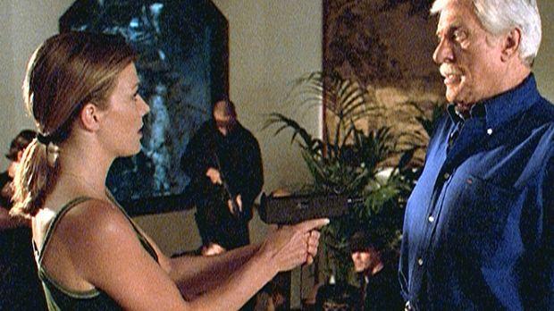 Mark (Dick Van Dyke, r.) wurde von Caitlin (Stephanie Niznik, l.) und ihren L...