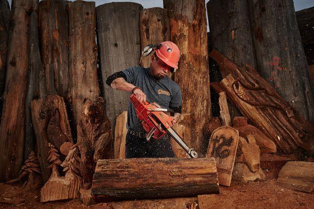 carver kings holzskulpturen xxl die m nner von pioneer log homes k nnen nicht nur. Black Bedroom Furniture Sets. Home Design Ideas