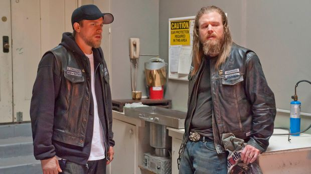 Das Verhältnis zwischen Jax (Charlie Hunnam, l.) und seinem Ersatzbruder Opie...