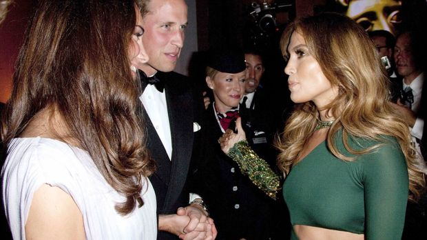 Duke William (M.) und Duchess Catherine (l.) of Cambridge mit Jennifer Lopez...