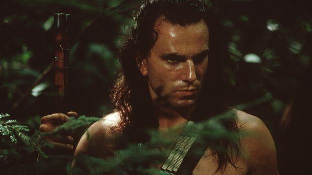 Mutig stellt Hawkeye (Daniel Day-Lewis) seinem Todfeind Magua eine Falle ......