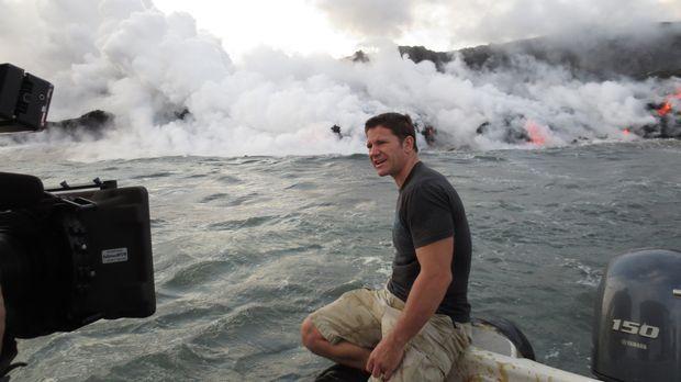 In dem Meer vor Hawaii entdeckt Steve Backshall flüssiges Gestein, das sich s...