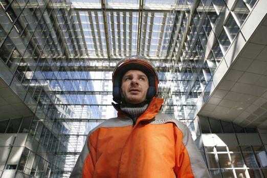 Paris Express - Sam (Michael Youn) arbeitet als Bote für einen Kurierdienst i...