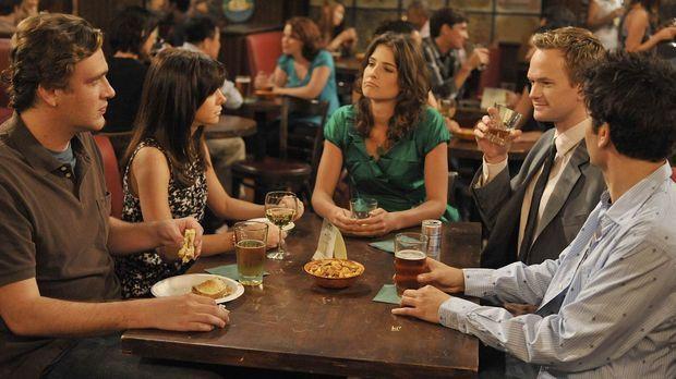 Ein gemeinsamer Abend unter Freunden: Ted (Josh Radnor, r.), Marshall (Jason...