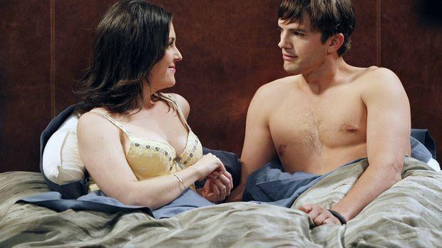Walden (Ashton Kutcher, r.) ist mit Charlies Ex-Stalkerin Rose (Melanie Lynsk...