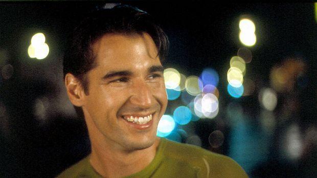 Nino (Peter Miller) teilt mit Angelo nicht nur die Wohnung, sondern auch das...
