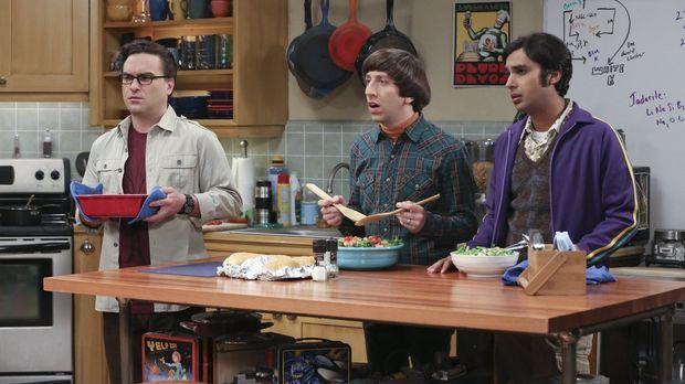 Leonard (Johnny Galecki, l.), Howard (Simon Helberg, M.) und Raj (Kunal Nayya...