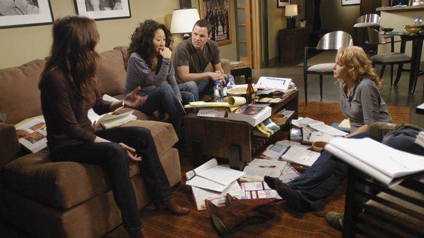 Treffen sich zum Lernen für ihre Abschlussprüfungen: Meredith (Ellen Pompeo,...