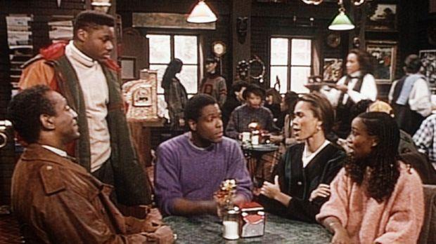 Theo (Malcolm-Jamal Warner, 2.v.l.) trifft seinen Vater Cliff (Bill Cosby, l....