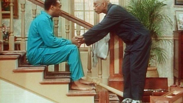 Der Mann, der das Treppengeländer reparieren soll, erklärt Cliff (Bill Cosby,...