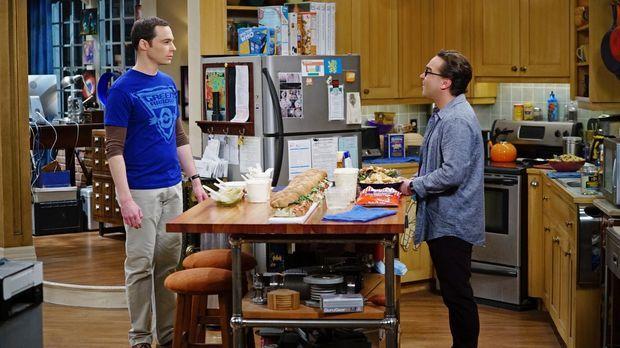 Sheldon (Jim Parsons, l.) nimmt es Leonard (Johnny Galecki, r.) übel, dass di...