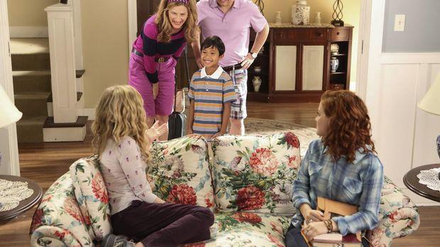 Lisa (Allie Grant, vorne l.) und Tessa (Jane Levy, vorne r.) sind schockiert,...