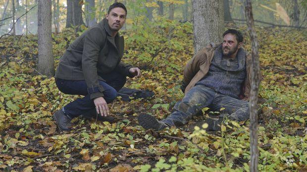 Langsam wird Vincent (Jay Ryan, l.) klar, dass er mit Eddie (Darren Keay, r.)...