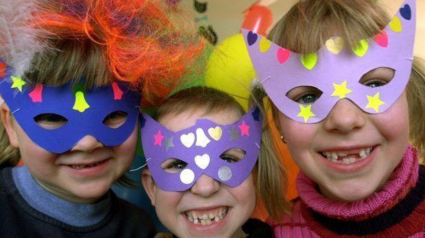 Kinder Karnevalsmasken_dpa - Bildfunk
