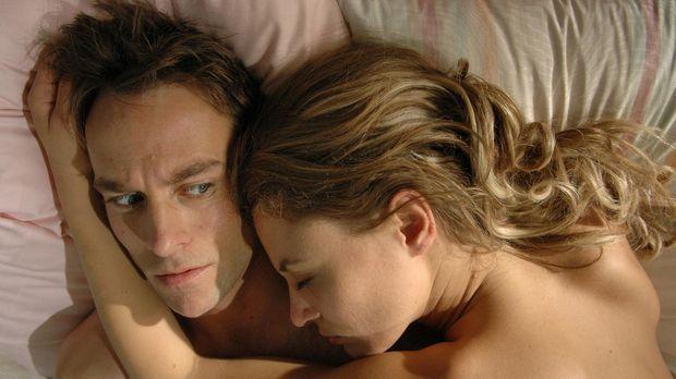 Bei Miriam (Julia Thurnau, r.) kann Max (Marco Girnth, l.) sofort mit seiner...