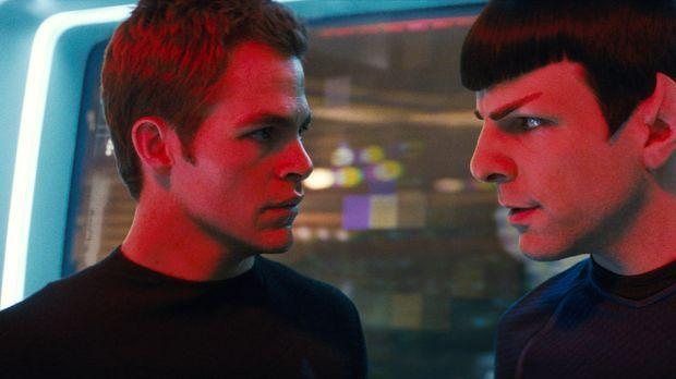 Das Schicksal der Galaxis liegt in den Händen erbitterter Rivalen, die aus vö...
