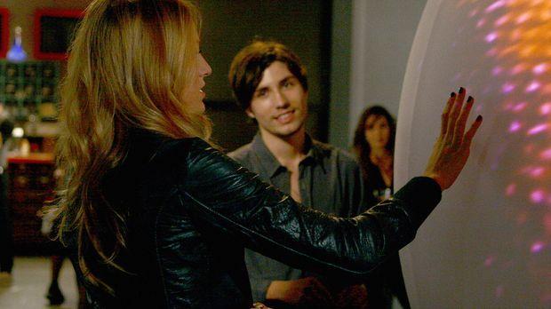 Auf einer Vernissage lernt Serena (Blake Lively, l.) den Künstler Aaron (John...