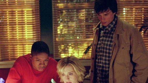 Nach mehreren mysteriösen Todesfällen in Smallville beginnen Chloe (Allison M...