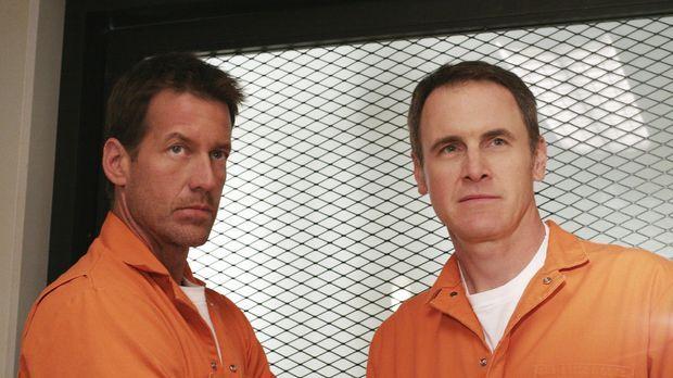 Mike (James Denton, l.) wird im Gefängnis von anderen Häftlingen zusammengesc...