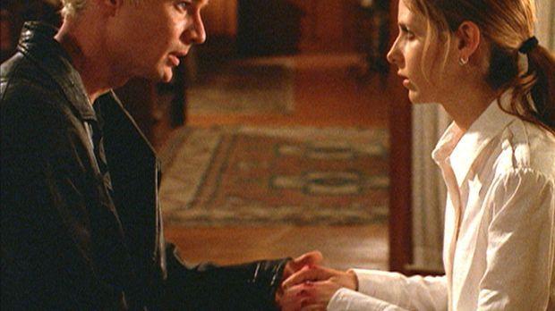 Buffy (Sarah Michelle Gellar, r.) kehrt nach ihrer Wiedererweckung still und...