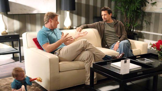 George (Jeremy Sisto, r.) versucht Noah (Alan Tudyk, l.) zurück auf den Boden...