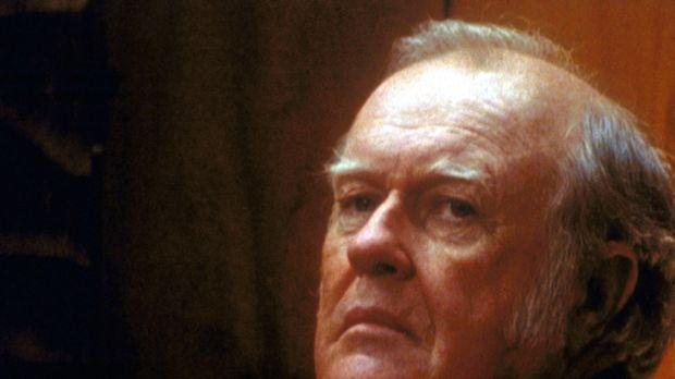Kaltblütig manipuliert der Milliardär Sanford Valle (M. Emmet Walsh) seine Mi...