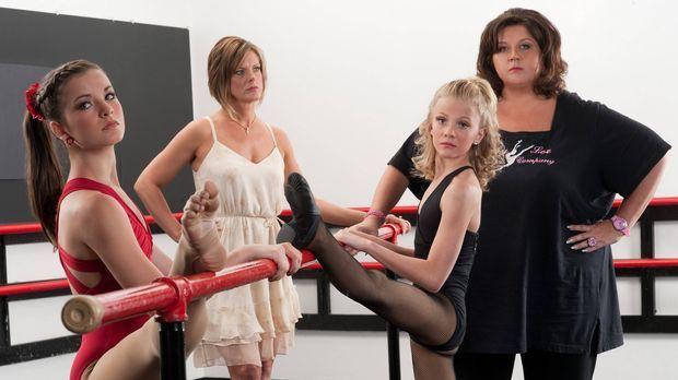 Abby (r.) plant einen neuen Tanzstil mit Brooke (l.) und Paige (2.v.r.). Aber...