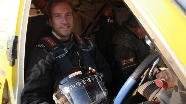 Lonely Planet: Year of Adventure - Mit seinem Rally-Gefährt macht sich Ben Fo...