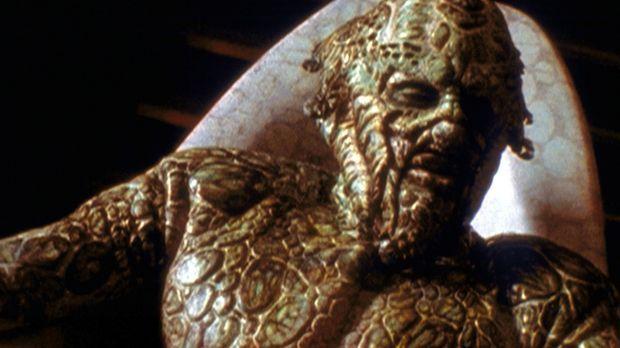 Koltok (Vincent Hammond) nimmt sein tägliches Bad. © TM &    2001 Metro-Goldw...